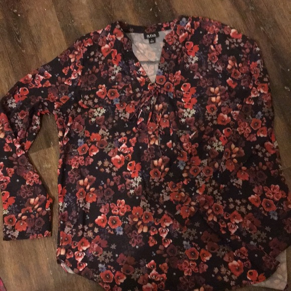 a.n.a Tops - A.n.a. Women's large lightweight floral top